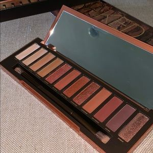 Naked HEAT palette includes* BONUS item